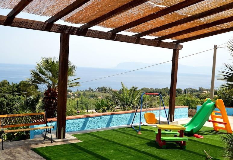 Villa Calamazzo, Castellammare del Golfo, Außen-Kinderspielplatz