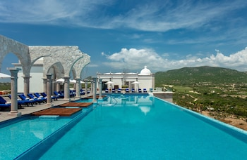 Enter your dates to get the Cabo San Lucas hotel deal