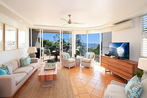見事な豪華なヌーサヴィラ、オーシャンビュー、3ベッドルーム、無料の無線LAN、フォックステル、3台のテレビ/
