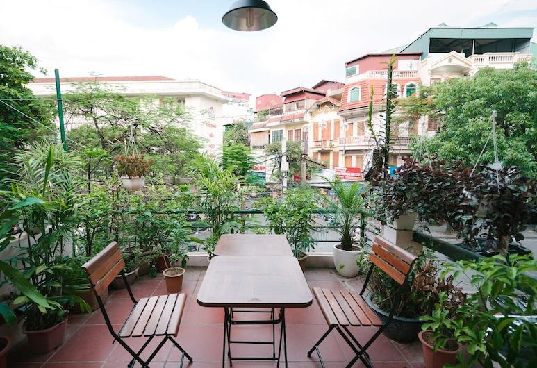 Französische Villa. 2BR. Altes Viertel. Riesiger Balkon. BBQ Garten, Hanoi, Balkon