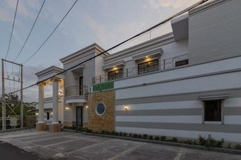 A(z) RedDoorz Plus near Pantai Malalayang Manado hotel fényképe itt: Manado