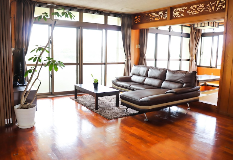 Hotel Upi, Chatan, Deluxe apartman, Nappali rész