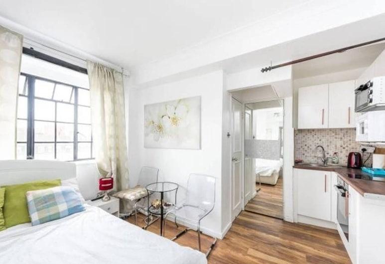 Elegant Studio, Chelsea, London, Apartment, Multiple Beds, Room
