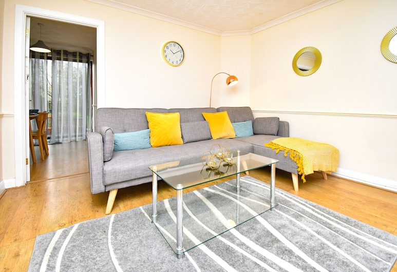 Chique Properties - Forrabury House, Milton Keynes