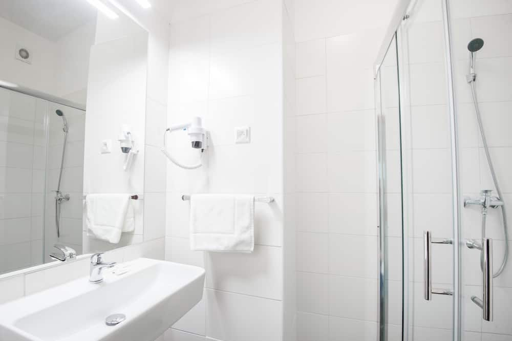 Comfort - neljän hengen huone - Kylpyhuone