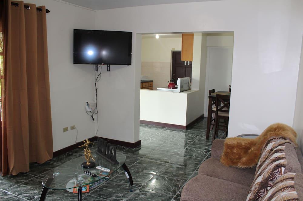 Deluxe Apartment, 2 Bedrooms, Garden View - Living Room