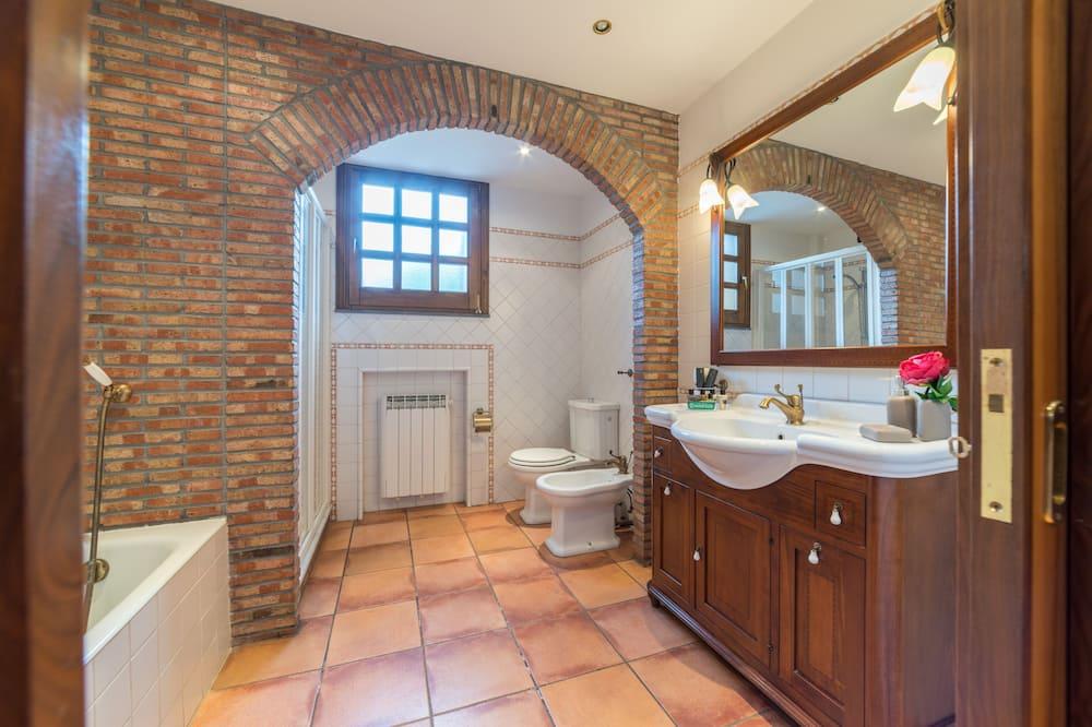 Premium Villa - Bathroom