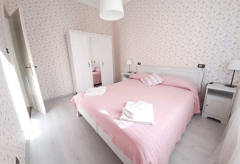 Elena Houses , Lucca, Apartment, 2 Bedrooms, Room