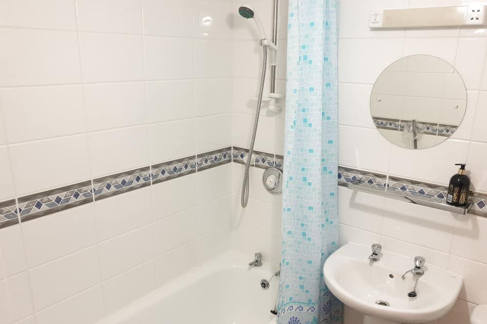 Comfort-Apartment, Gemeinschaftsbad, Meerblick - Badezimmer
