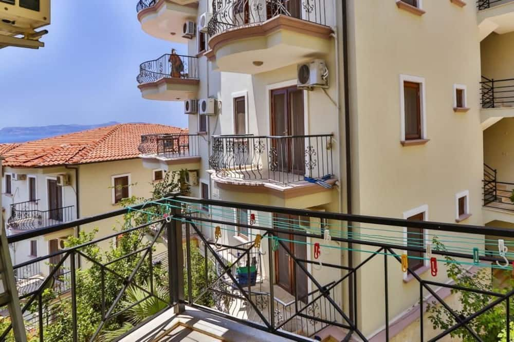 Apartamentai su pagrindiniais patogumais, 2 miegamieji, vaizdas į jūrą - Balkonas