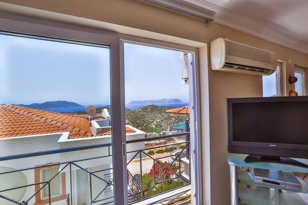 Apartamentai su pagrindiniais patogumais, 2 miegamieji, vaizdas į jūrą - Svetainės zona