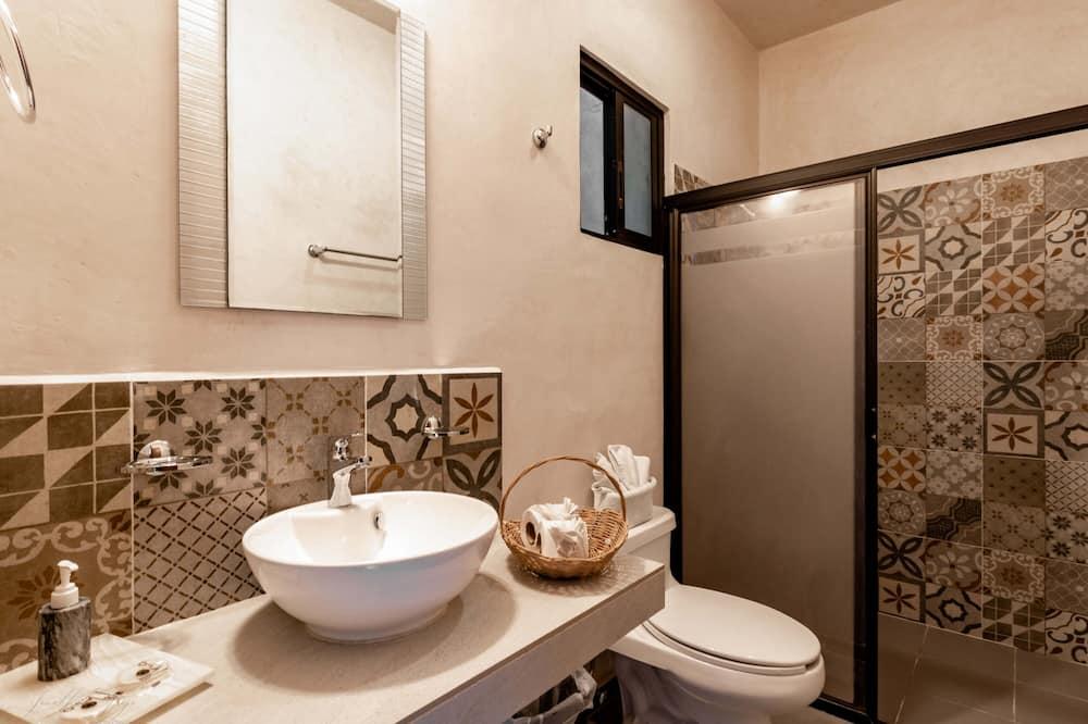 Deluxe Room, 1 Queen Bed, Private Bathroom, City View - Bathroom