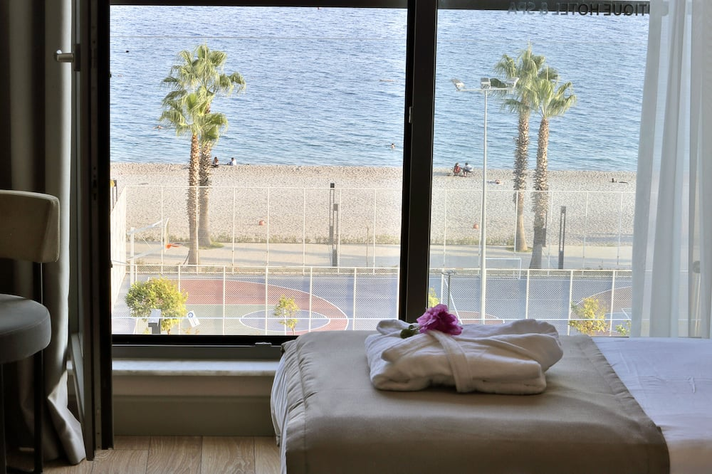 Deluxe Room with Sea View - Guest Room