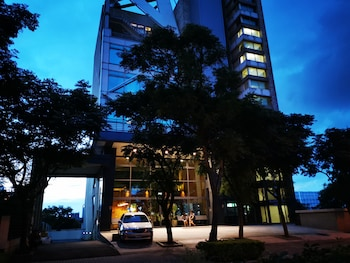Enter your dates for special Taoyuan City last minute prices