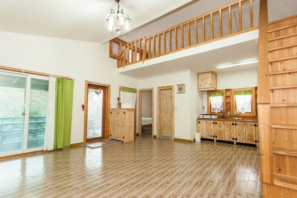 House (Haebichi) - Living Area