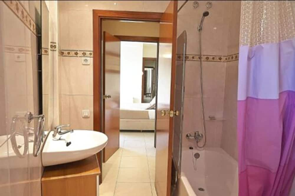 Apartment, 3 Bedrooms (7 people) - Bathroom