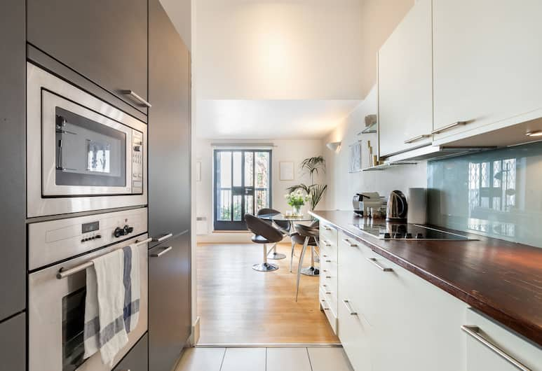 2 BDR in Kensington E1 by The Residences, London, Apartment, 2 Bedrooms (with Patio, E1), Private kitchen