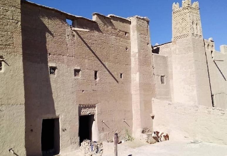 Auberge Afoud, Bou Azmou, Hotellets facade