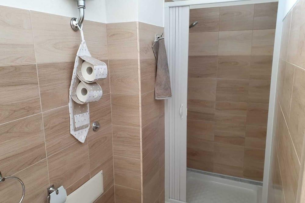 Comfort négyágyas szoba, kilátással a városra - Fürdőszoba