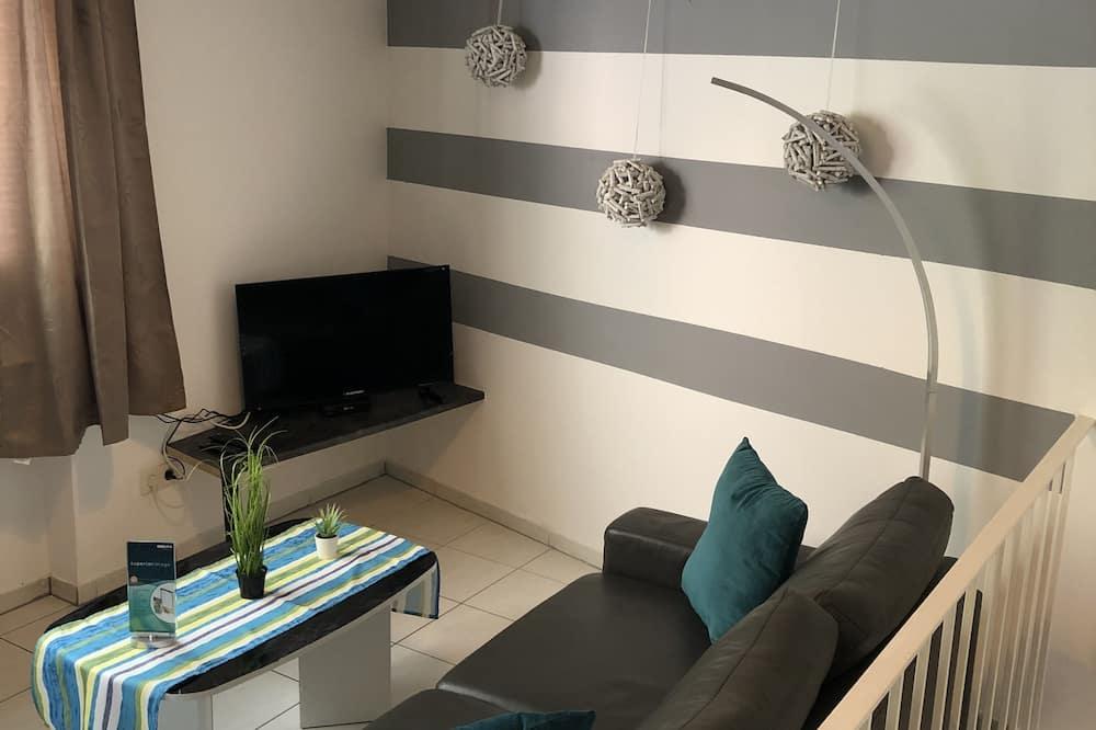 Comfort Condo, Courtyard View - Living Area