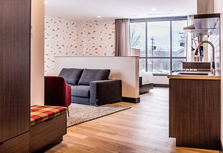 Hew & Draw Hotel, Corner Brook, Studio Suite Eksekutif, 1 Tempat Tidur King dengan tempat tidur Sofa, Ruang Keluarga