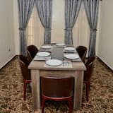 تناول الطعام داخل الغرفة