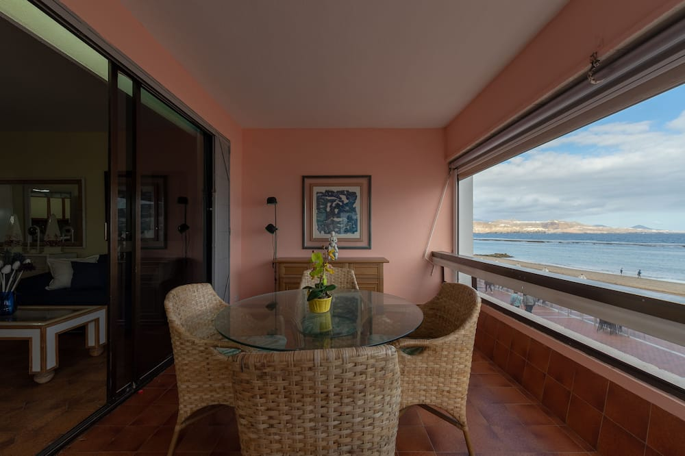 Apartment, 1 Bedroom, Terrace, Beach View - Living Area