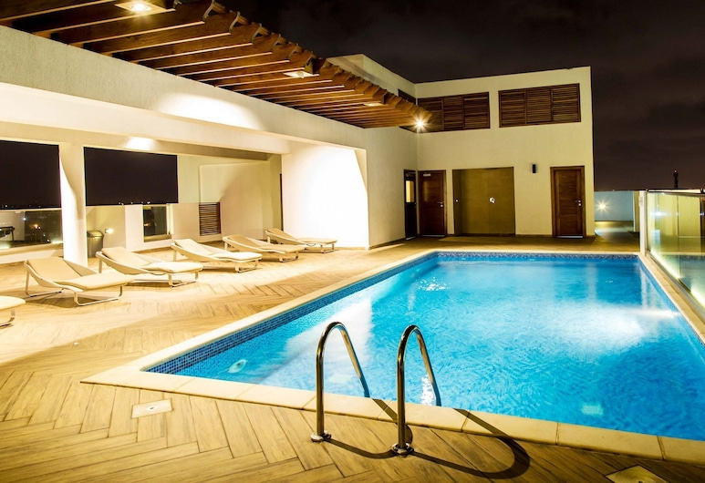 Royalty Apartments, Accra, Rooftop Pool