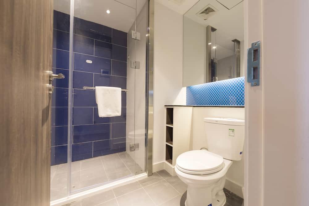 Standard szoba, 2 egyszemélyes ágy (Extra Floor Space) - Zuhanyozó a fürdőszobában