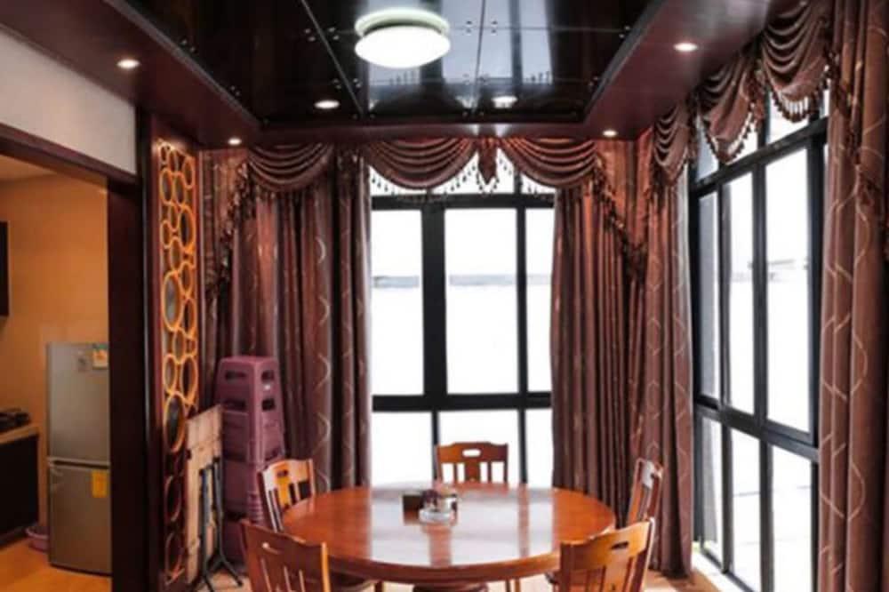Senior Villa - Tempat Makan dalam Bilik