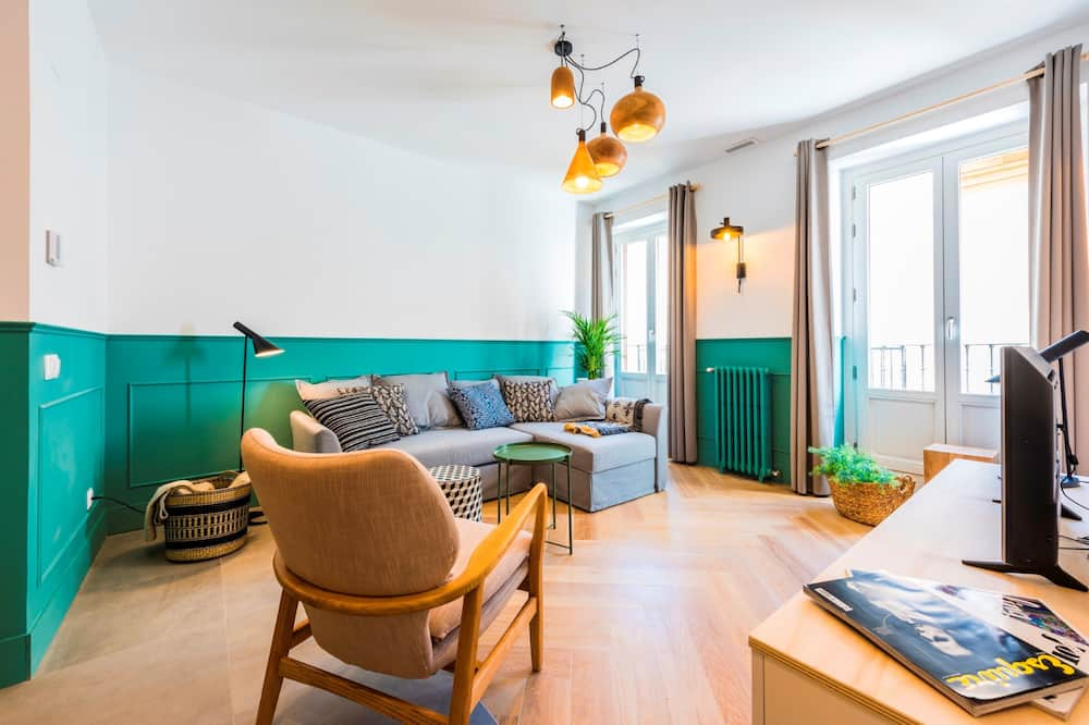 Deluxe Apartment, 1 Bedroom, City View - Living Room
