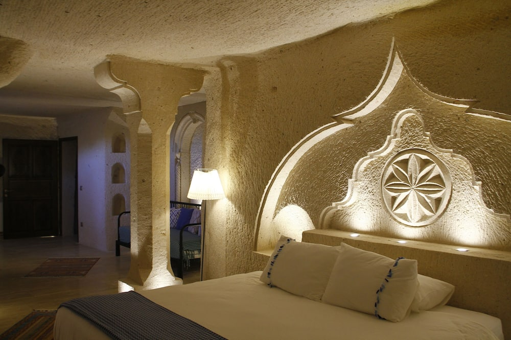 Royal Suite, Jetted Tub, Valley View (Cave) - Guest Room