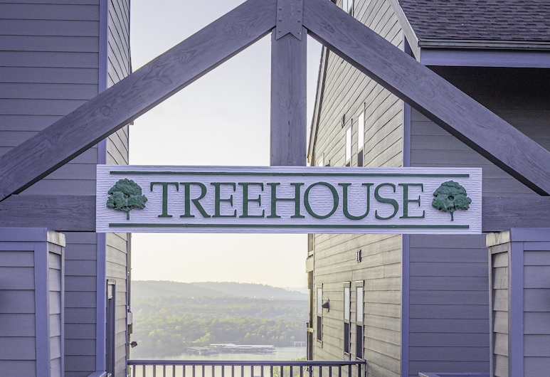 Treehouse Condo Lake Resort, Branson, Front of property