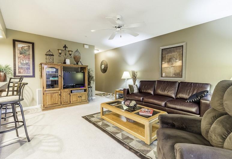 Treehouse Condo Lake Resort, Branson, Condo, Living Room