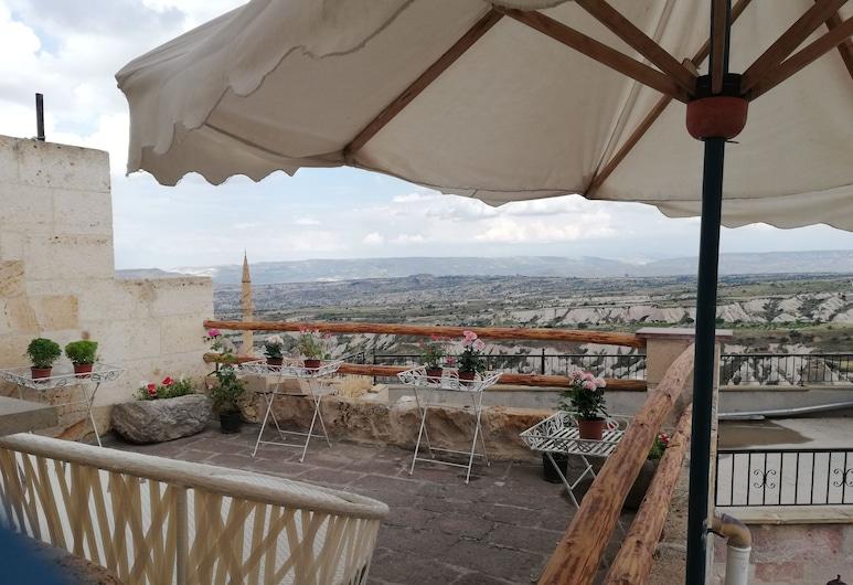 Cronos Cappadocia Cave Hotel, נבשהיר, חדר פנורמי זוגי, מרפסת/פטיו