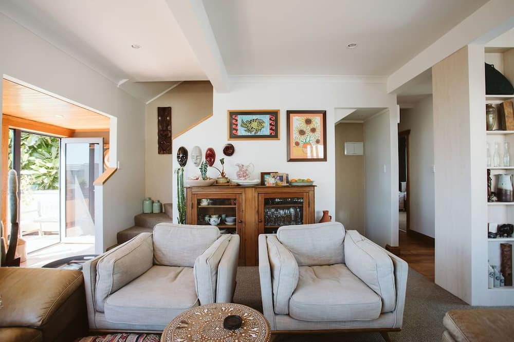 House, 3 Bedrooms, 2 Bathrooms, Ocean View - Living Area