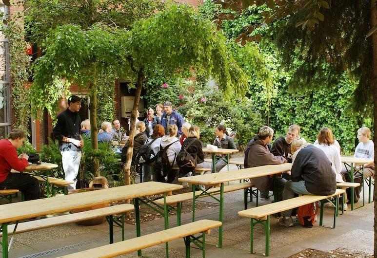 Goalfever Sports & Guesthouse - Hostel, Essen, Terrasse/Patio