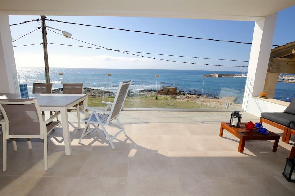Apartment, 3 Bedrooms, Beachfront (6 pax) - Terrace/Patio