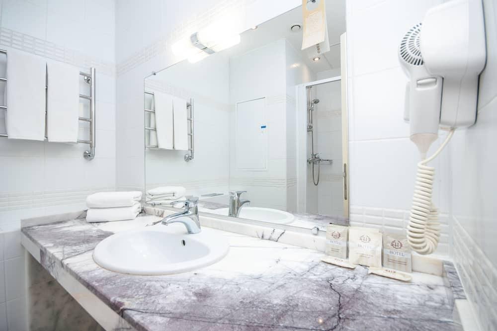 Стандартний номер (1 двоспальне або 2 односпальних ліжка) - Ванна кімната