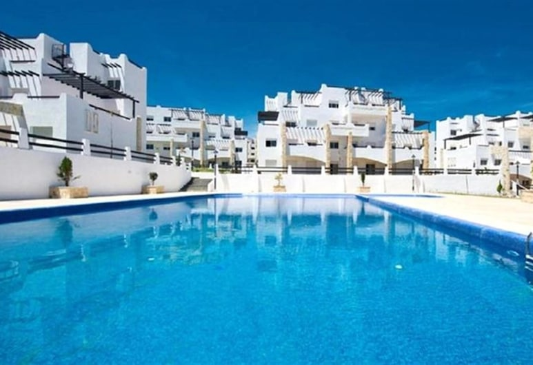 Apartment With 2 Bedrooms in Tetouan, With Shared Pool, Furnished Terrace and Wifi - 200 m From the Beach, Fnideq, Bazén