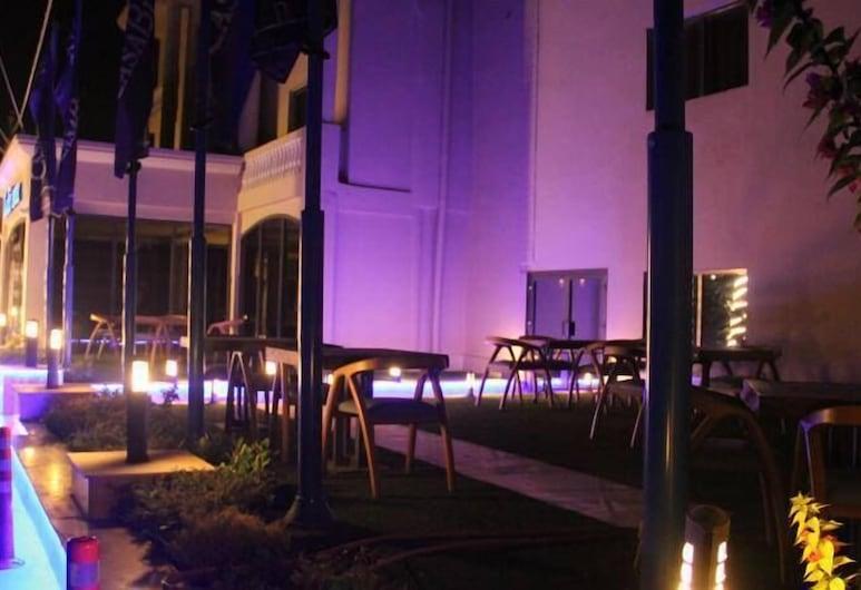 Casablu Hotel, Nuakšota, Āra ēdināšanas zona