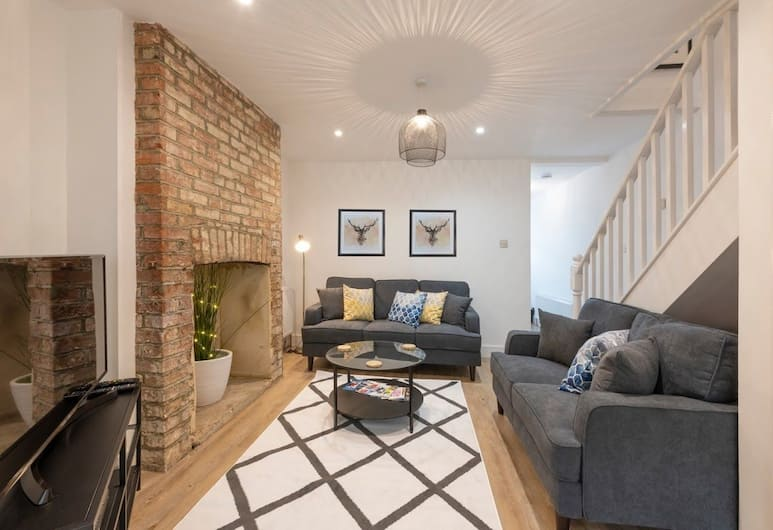 A Newly Refurbished, Modern Style Large 3 Bedroom House , Oxford