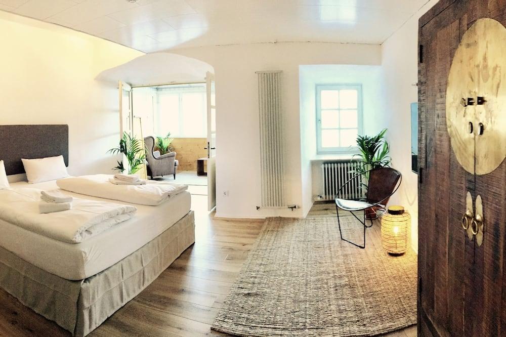 Suite, River View - Guest Room