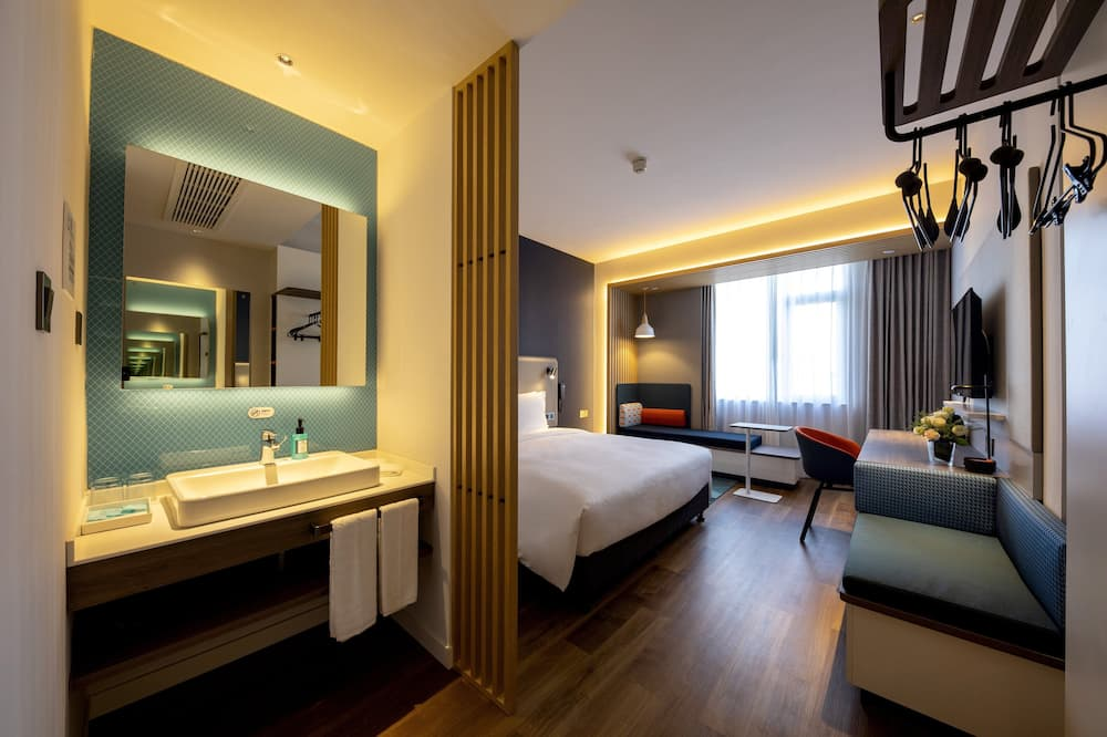 Superior Room, 1 King Bed, Non Smoking - Guest Room