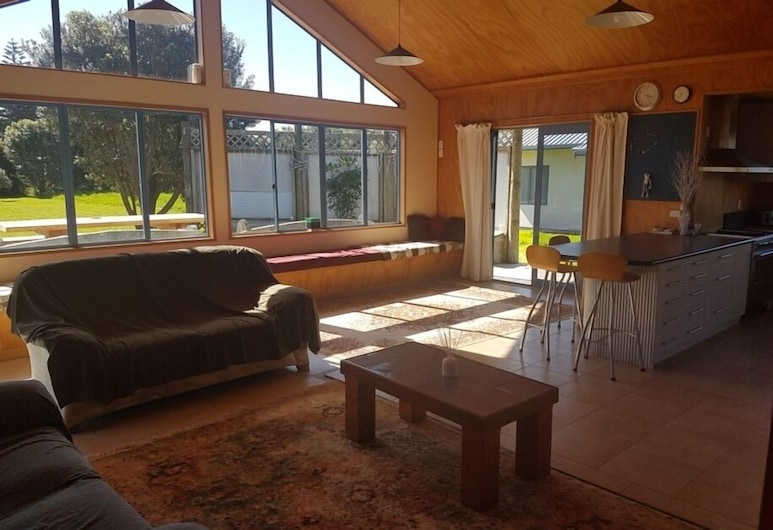 Secluded Large Family Home and Section, Mahia, Living Room