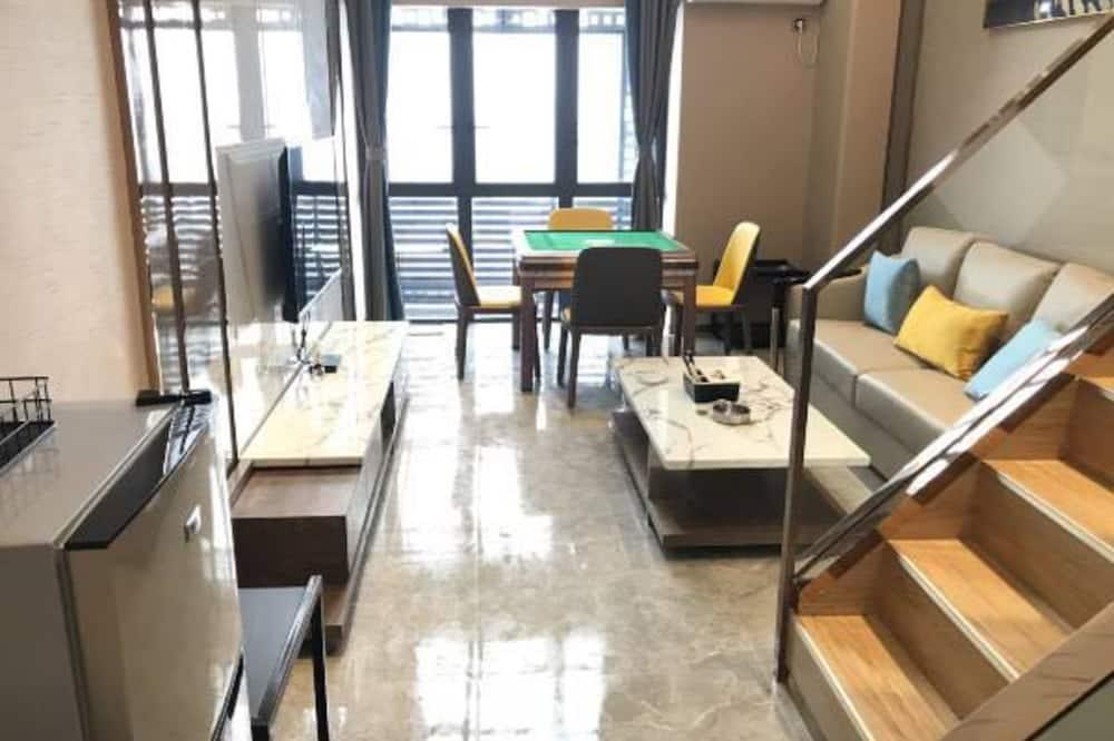 Design-Loft, Mehrere Betten - Wohnbereich
