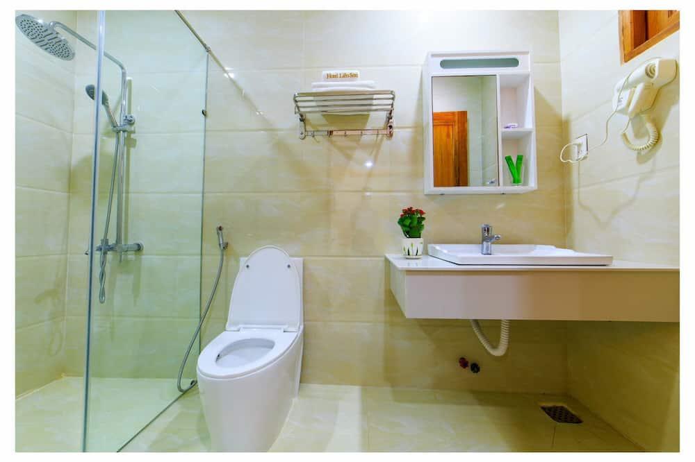 Deluxe Quadruple Room, City View - Bathroom