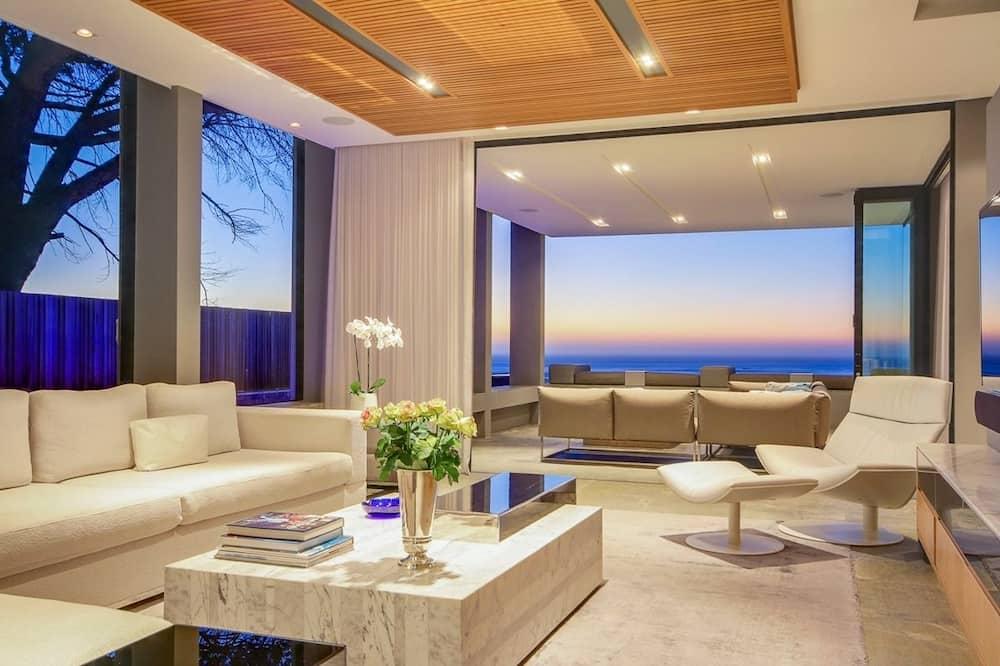 Geneva House - Living Room