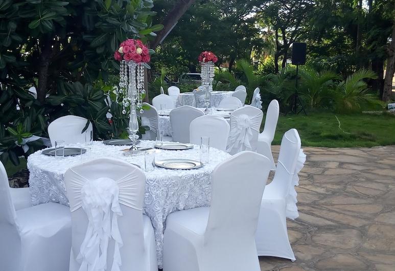 Serene Hotel, Dar es Salaam, Restauration en terrasse