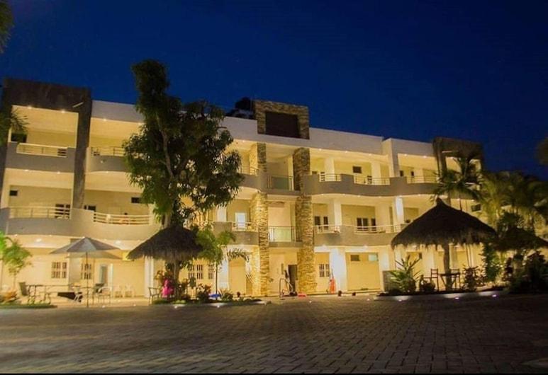 陽光皇家平房飯店, Guayabitos 景點, 飯店入口 - 夜景